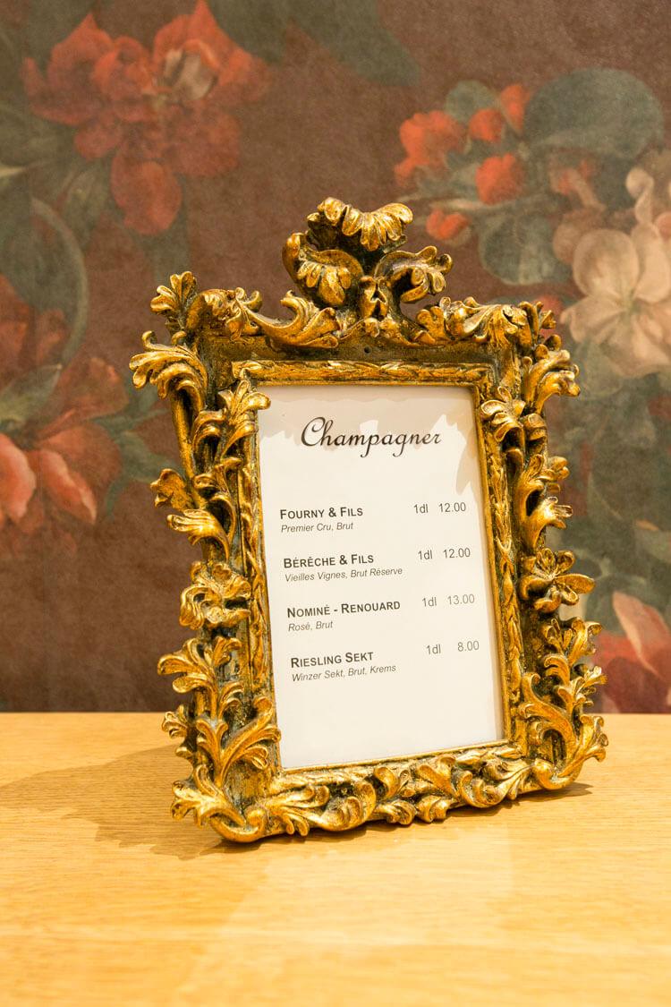 Champagner-Karte in der Weinbar Vrenelis Gärtli im Schlüssel Luzern