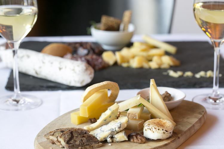 Apero-Plättli im Restaurant Weinbar Vrenelis Gärtli im Schlüssel Luzern